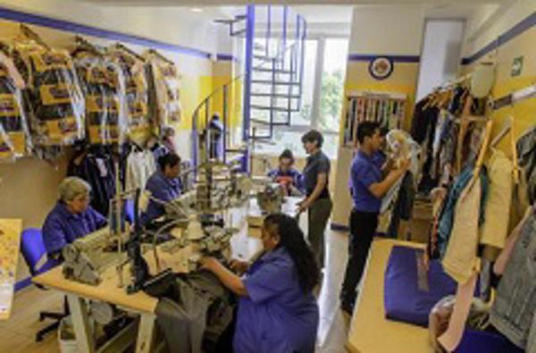 Sastres y costureras se profesionalizan con franquicias de arreglos